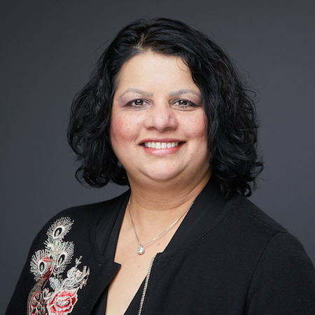 Paula Mendonca Headshot